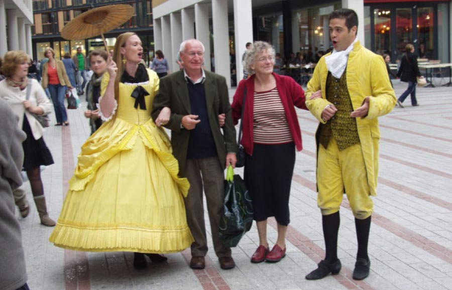 Oyster Opera Walkabout Duo Covent Garden– Fiona Tanner Baldwin